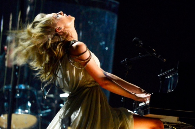Taylor Swift Grammy Performance 2014